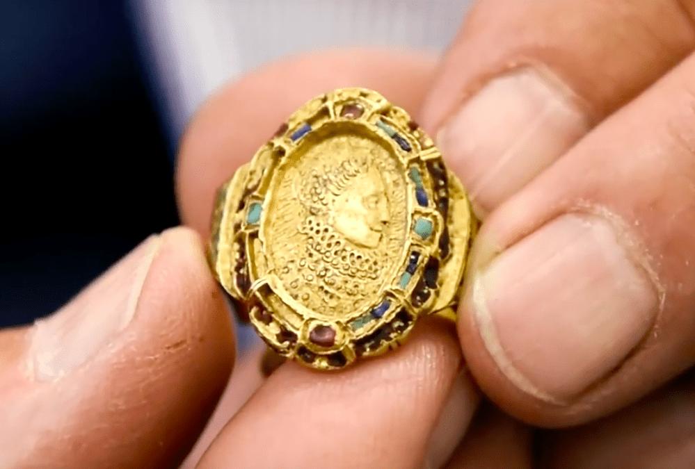 El anillo conmemorativo del desastre de la Armada